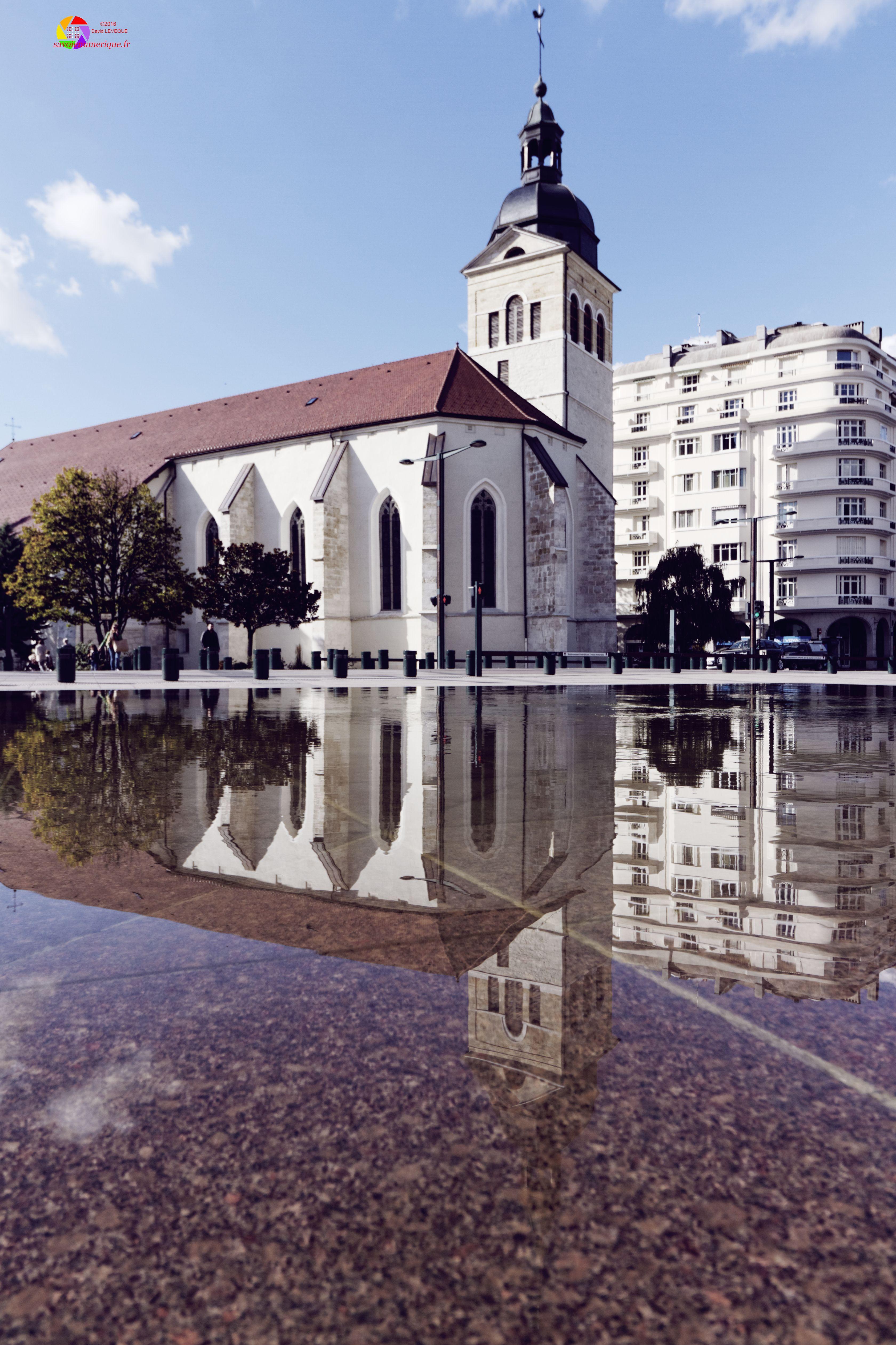 Reflet de l'église Saint-Maurice dans une fontaine, ANNECY